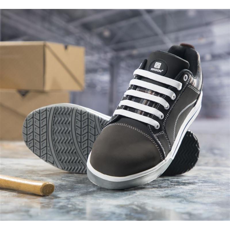 68a51230cce Pracovní polobotka DERRICK S3 + ponožky